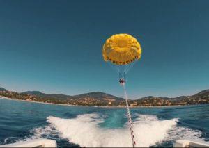 parachute ascensionnel vu du bateau