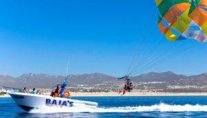 parachutistes ascensionnel tracté par bateau