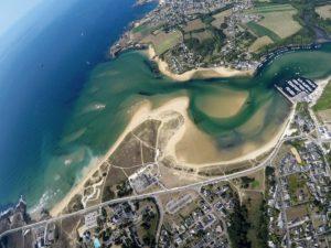 Vue aérienne saut en parachute Bretagne Guidel plage